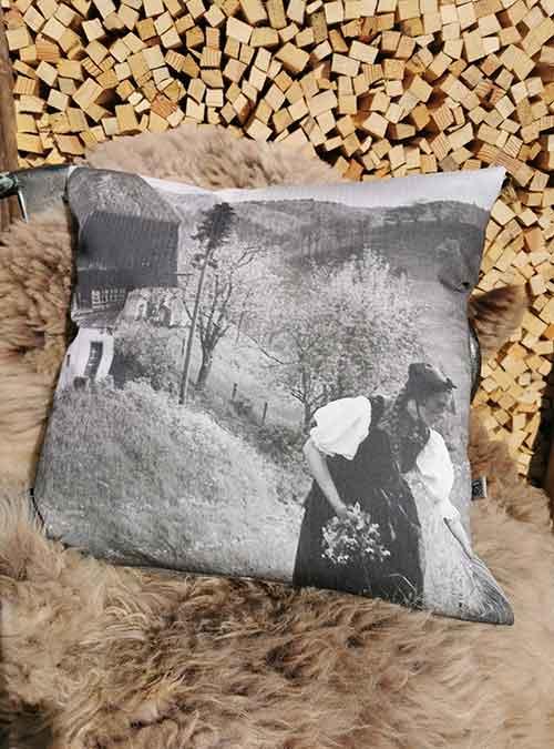 Kissen Motiv Liselotte grau - Kollektion Tradition